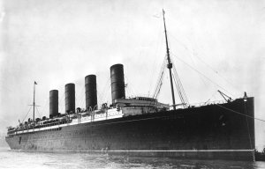 RMS Lusitania coming into port