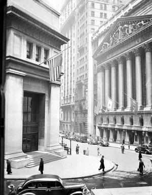J P Morgan building in New York, (left) built in 1914