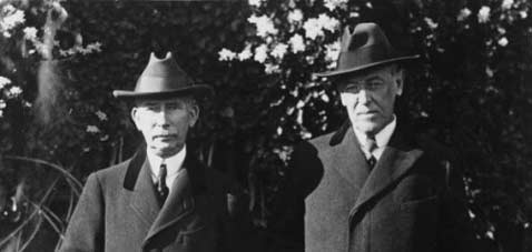 Mandel House (left) with President Woodrow Wilson (right)