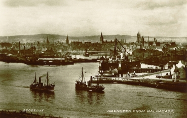 Aberdeen harbour at the turn of the twentieth century. The Effort was slightly larger than the small fishing vessels in the picture.