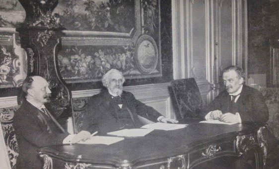 Finance Minister Pytor Bark in talks with the French Minister of Finance and David Lloyd George in 1915.