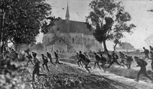 Russian troops in full retreat in 1917.